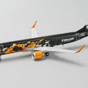 """Embraer ERJ190 Belavia Belarusian Airlines """"World of Tanks"""" EW-400PO With Stand (JC Wings LH2028)"""