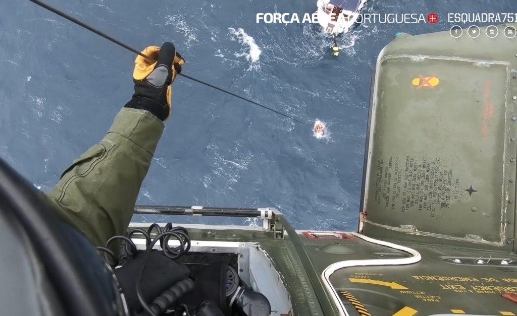 Força Aérea Portuguesa resgata duas pessoas a bordo de veleiro (com vídeo)