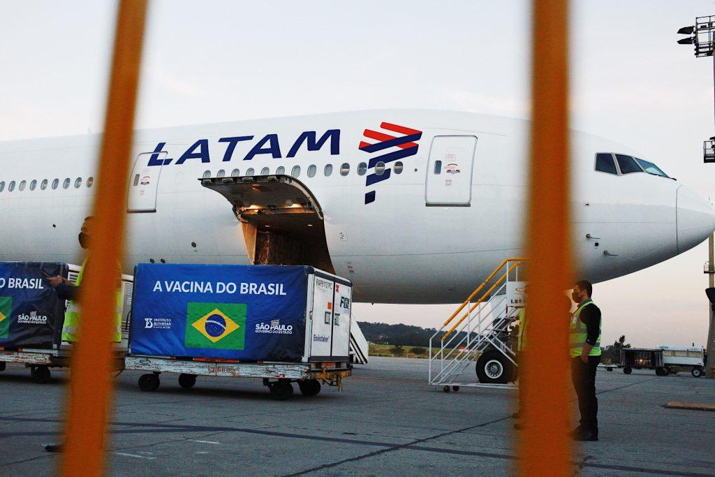 B777 da LATAM aterrou em São Paulo com matéria prima para a produção de 5 milhões de doses da CoronaVac