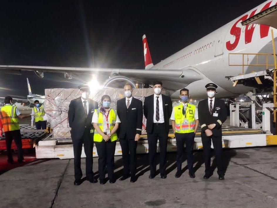 Swiss transporta material médico para a Índia (com vídeo)