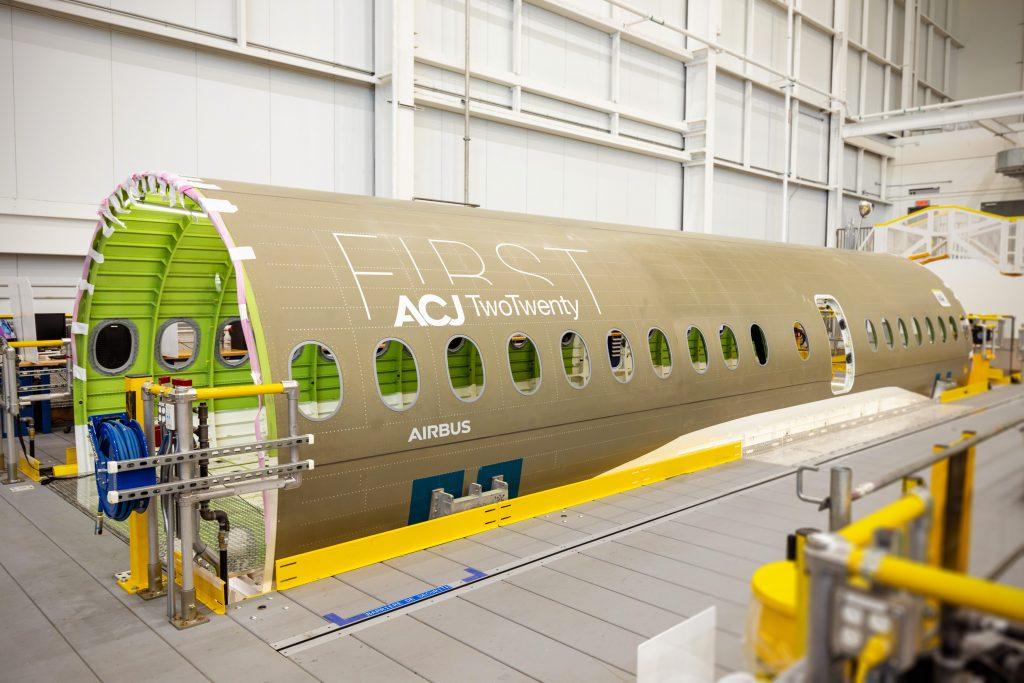 Airbus dá as boas-vindas à primeira secção ACJ TwoTwenty em Mirabel / Canadá